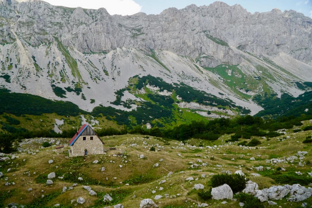 23-Planinarski-Dom-Mountain-Hut.jpg